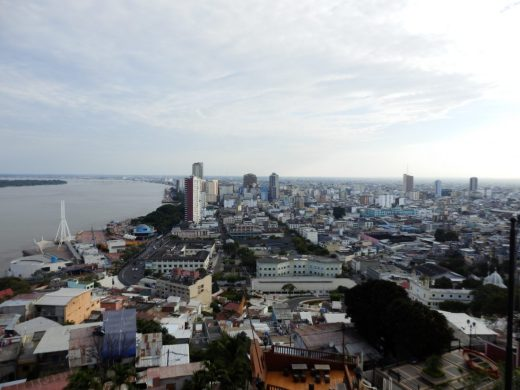 Tolles Panorama von Guayaquil am Guayas