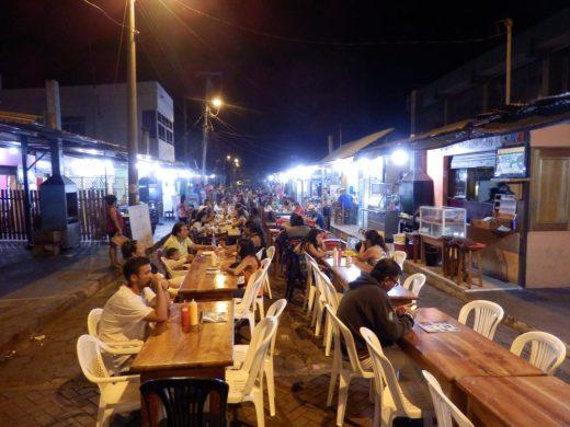 Fressmeile in einer Seitenstraße in Puerto Ayora