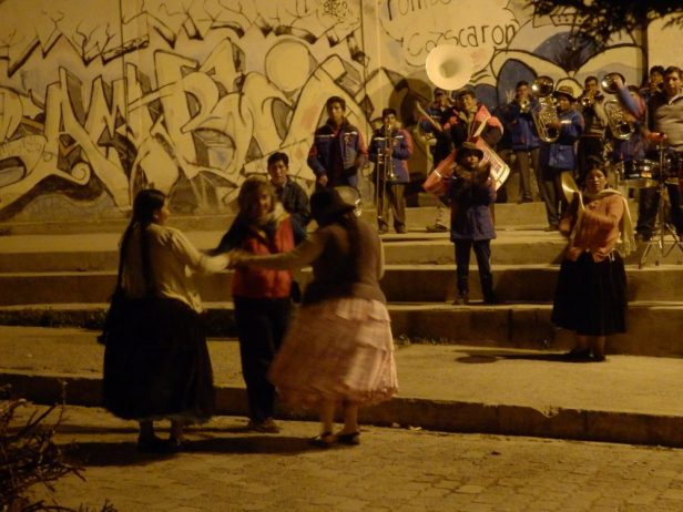 Hier steppt der Bär: Platzkonzert auf der Plaza Sucre