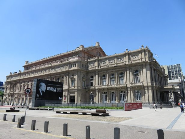 Monumentaler Opernbau: das Teatro Colón